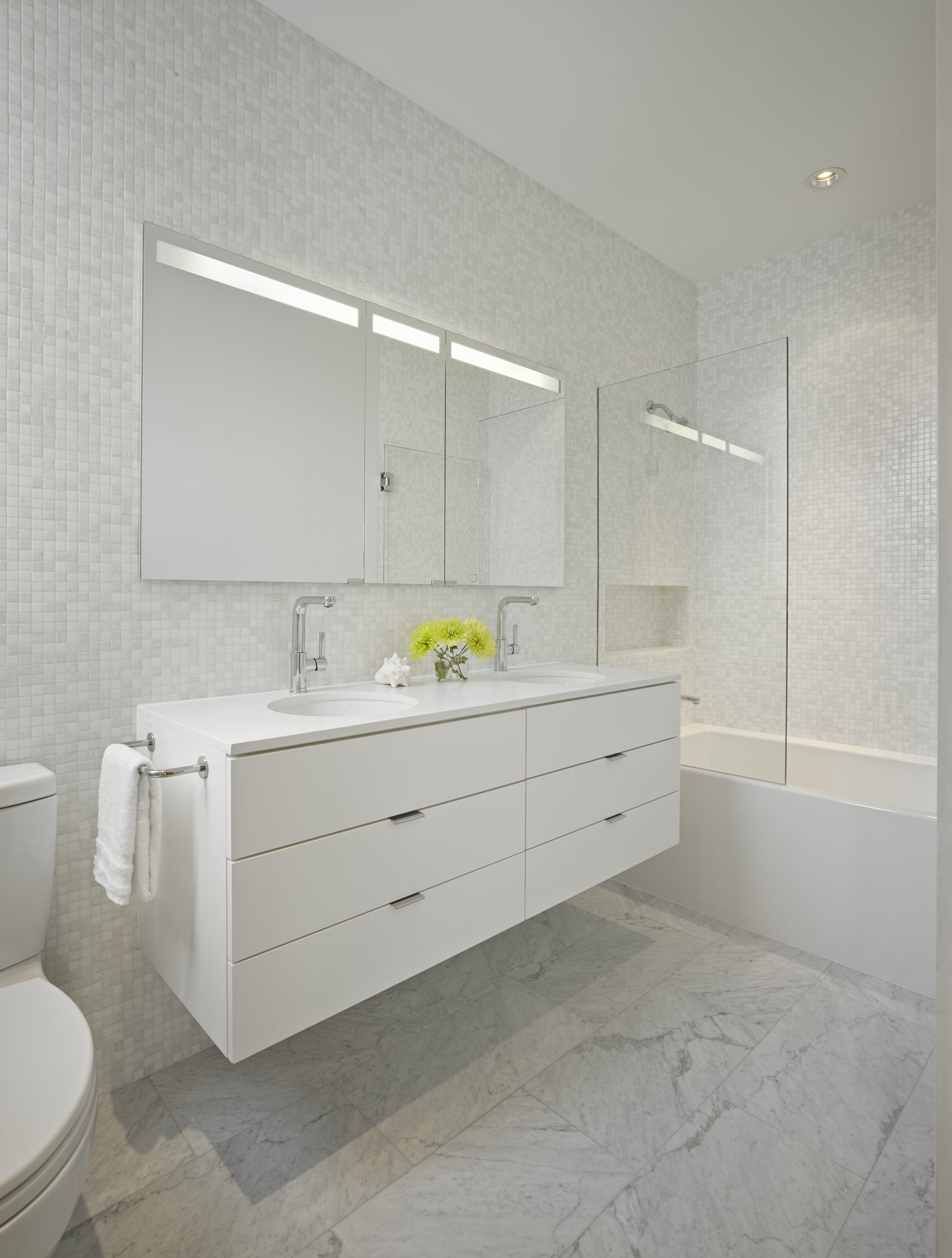 International cabinets burnaby for Bathroom cabinets surrey bc