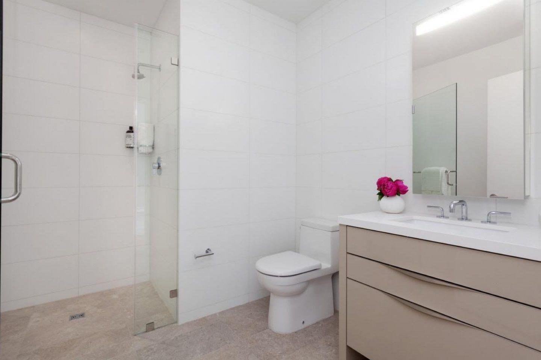 1450 Franklin Bathroom